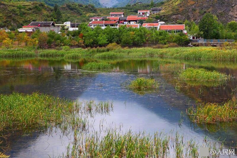 四川茂县受灾前后对比图:垮塌前风景如画