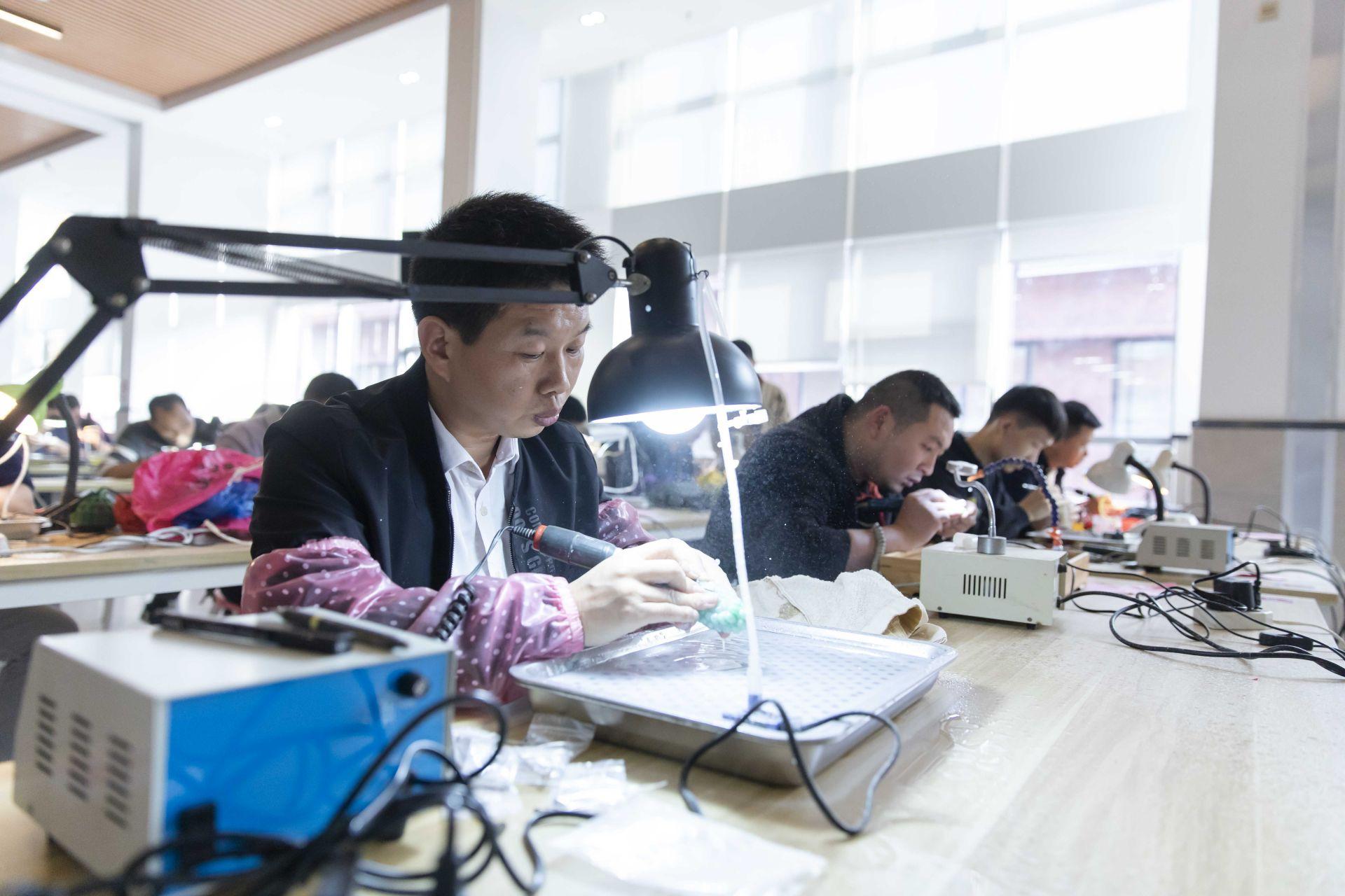 近百名选手角逐第二届美高梅娱乐官网市工艺美术大师殊荣