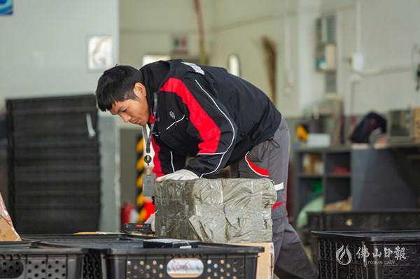 直击春节假期后首个工作日 一线服务行业陆续复工