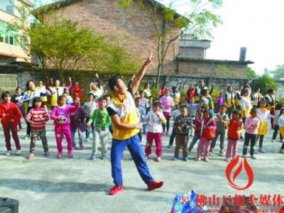 市舞蹈家协会为连山山区孩子开艺术课