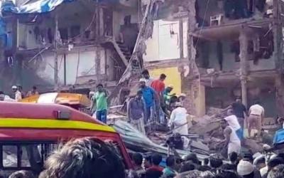 突发!印度孟买两栋楼房垮塌 已致2人死亡数十人被埋