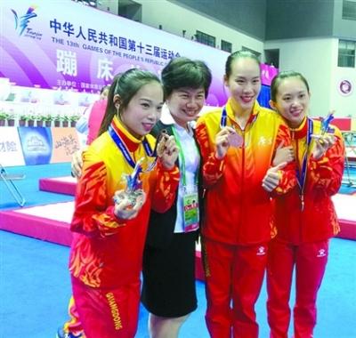 广东卫冕全运蹦床女团冠军 佛山选手钟杏平发挥出色