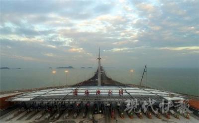 世界之最!碧海蓝天!航拍港珠澳大桥邂逅白海豚