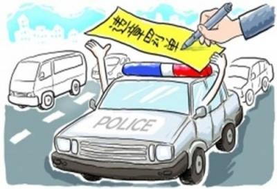 司机们注意!这样开车不光??罴?2分,还拘留!