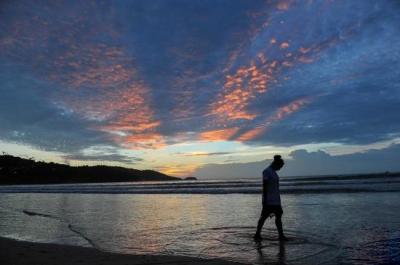 5名中国游客在普吉岛擅自下海游泳:2死2伤1失踪