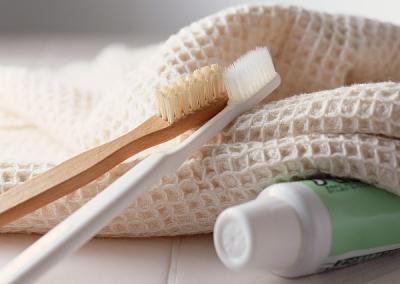 3·15晚会曝光日韩进口牙刷6成不合格:含锐角毛刺伤口腔