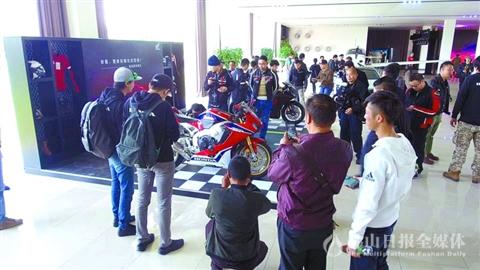 本田再推高性能摩托车  全罩式运动跑车佛山首发