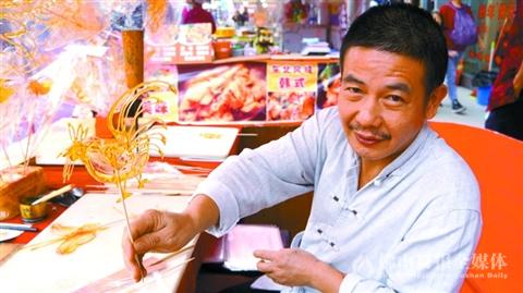 """?佛山糖画师傅坚守传统手艺 绘制""""能吃的画"""""""