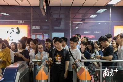 """广州""""开四停四""""开罚后首个工作日 地铁挤爆了"""