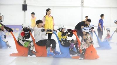 最新注册送体验金平台举办首次冰上公益体验活动!张槎30对特殊亲子家庭参与