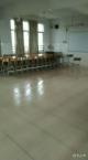 """""""山竹""""过后,三水大塘镇一庇护点的建筑工人留下了整洁干净的教室"""