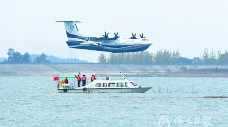 习近平致电祝贺AG600飞机水上首飞成功
