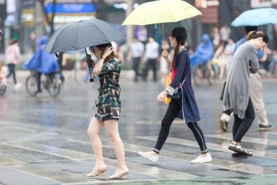 登高要防滑!明天中到大雨来佛山,后天雨势减弱