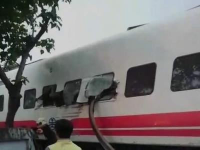 台湾列车出轨事件已造成22死171伤 暂无大陆旅客伤亡