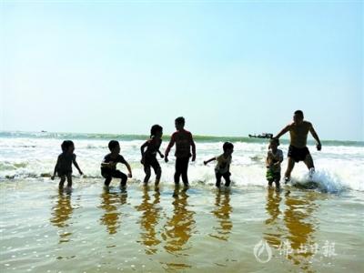 """""""私人沙滩"""":阳江大澳渔村"""