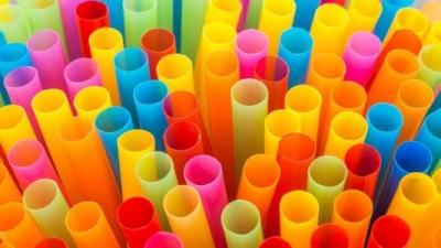 """多家餐饮企业宣布停用吸管,塑料吸管离""""出局""""还有多远?"""