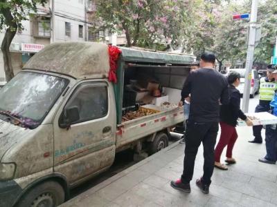 """禅城有人用""""僵尸车""""卖水果?清!"""
