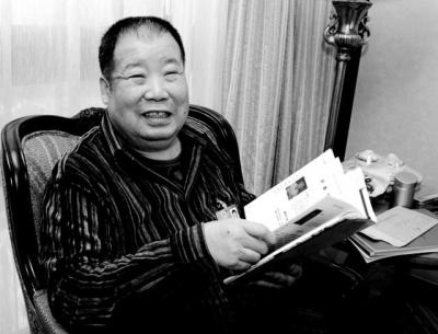 """著名作家二月河病逝,因其笔下""""帝王系列""""被读者熟知"""