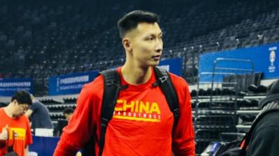 易建联来了!中国男篮抵达美高梅娱乐官网进行赛前训练
