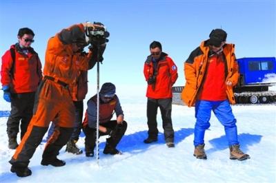 我国科考队在南极发现蓝冰机场选址区