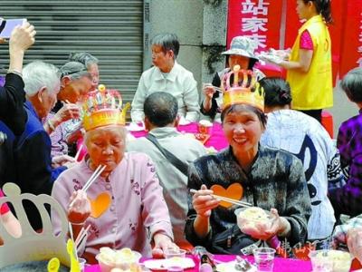 热心志愿者黄文波打造乐善公益队 帮扶农村弱势长者