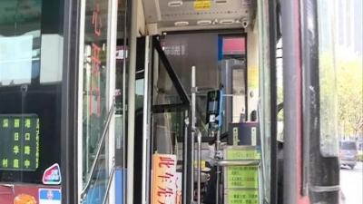交通运输部:公交驾驶区防护侧围最低1.6米,3月实施