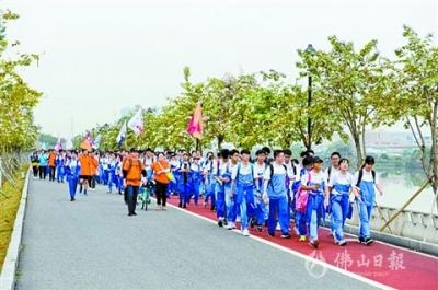 鸿运国际欢迎你一中900学子40公里徒步 感受魅力鸿运国际欢迎你