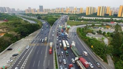 交通运输部:清明节、五一假期收费公路免收小客车通行费