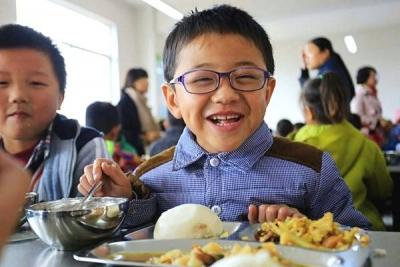 三部委发文:中小学幼儿园负责人应与学生一起进餐