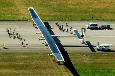 世界最大飛機完成首次試飛