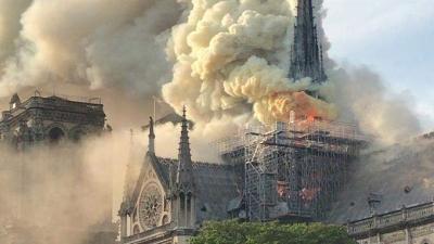 巴黎圣母院损毁严重 文物之殇让世界心痛