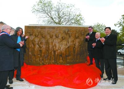 雕塑《百年丰碑》落户法国小城