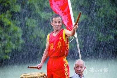 雨中接龍舟 高明游龍迤邐游長河