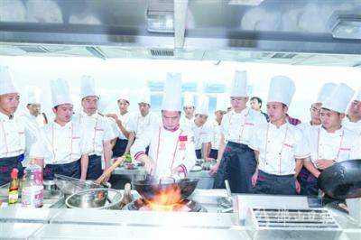 """美高梅娱乐官网""""粤菜师傅工程""""打造8条以上美食街区 认定30名市粤菜名厨"""
