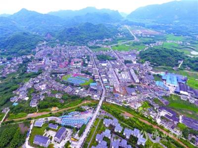 四川�L��地震  通往震中的7�l主要村道�E起�^��通