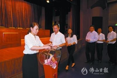推动乡村振兴  高明举行扶贫济困日活动捐款仪式