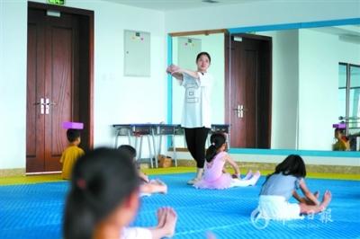记者探营首期夏季暑期班  孩子快乐学习家长期待更好