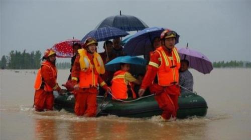 入汛以来,全国消防救援队伍营救疏散群众5万多人