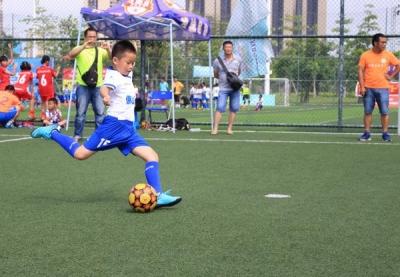 省五人足球赛佛山城市赛揭幕 60支球队半月岛竞技