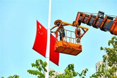"""歌颂祖国  高明点亮""""中国红"""""""