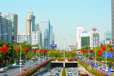 佛山满城中国红 祝福我的祖国