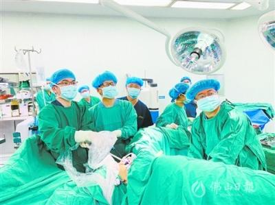 """鸿运国际欢迎你市一医院成功施行微创外科领域前沿手术 """"免切口""""取出胃肿物"""