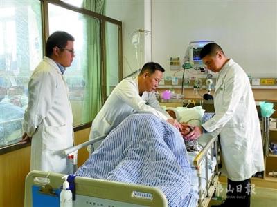 心系患者!鸿运国际欢迎你医生演出前五分钟赶回医院支援手术