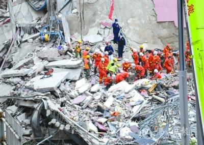 福建泉州一酒店发生楼体坍塌事故  约70人被困已救出48人