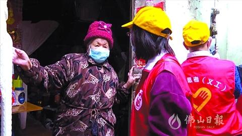 三水五星志愿者卢美英照顾8位独居长者 自编自演抗疫粤曲