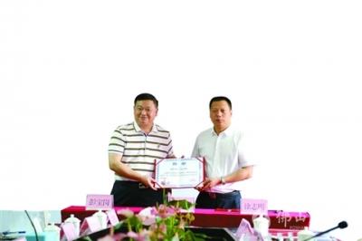 广东肝胆病学专业领军人彭宝岗签约三水区人民医院