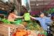 """禅城民警在菜市场开档了!不卖肉菜""""卖""""这个>>"""