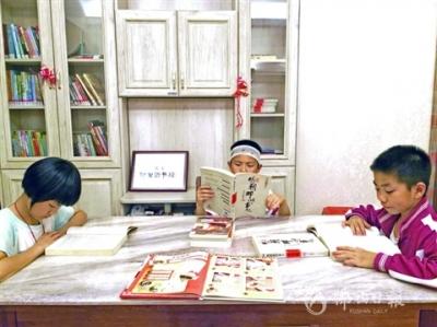 廖彩慶夫妻熱心公益,張飛鄰里圖書館傳遞愛心