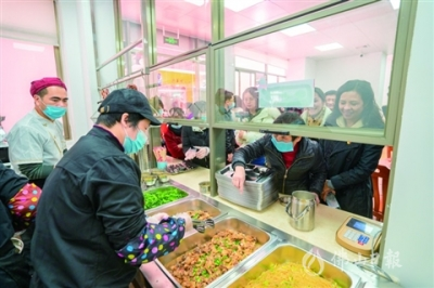 禅城南庄首个社区长者饭堂正式启用  饭菜品种多样
