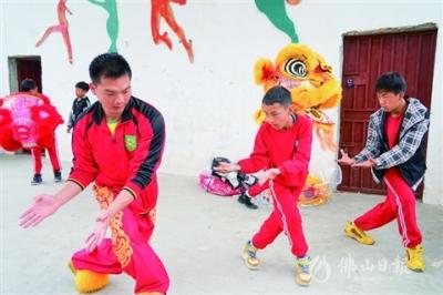 佛山醒狮、足球教练到西藏墨脱县中小学开展教学